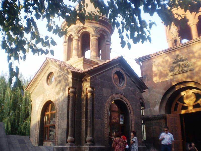 Khachqar_in_front_of_St._Zoravar_Astvatsatsin_church_9152218_29