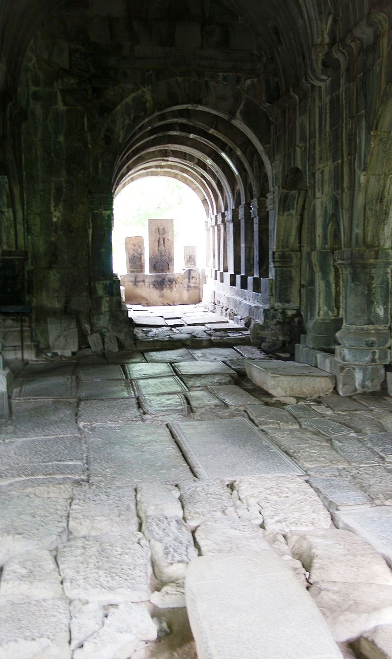 Sanahin-Interior2