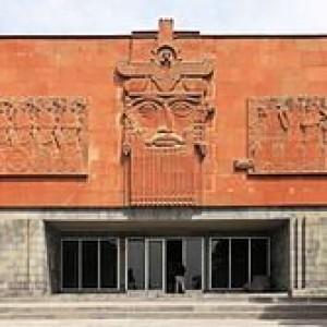 2014_Erywań,_Erebuni,_Muzeum_Erebuni,_Budynek_muzeum_(02)
