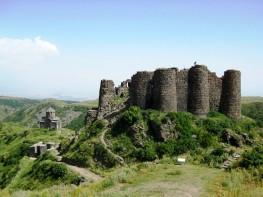 Amberd_castle