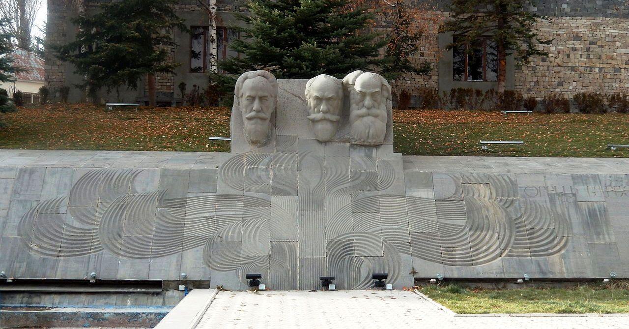 Orbeli_brothers_monument_Tsakhkadzor