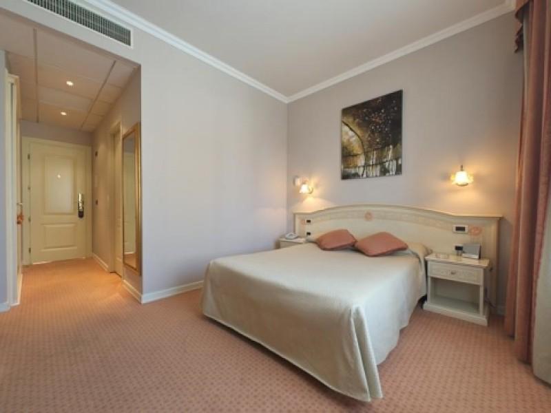 Single-Room-Golden-Tulip-Hotel-Yerevan
