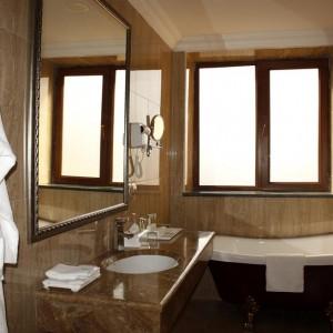 Bathroom-at-Paris-Hotel